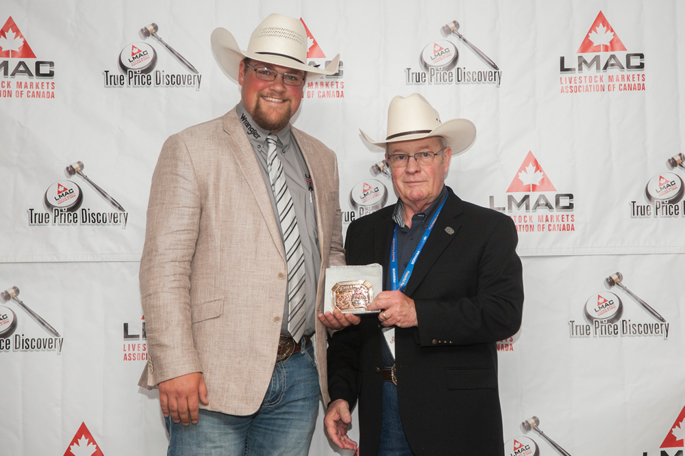 Presenting 2019 Canadian Livestock Auctioneering Champion Ryan Konynenbelt with the CAA-sponsored champion buckle.